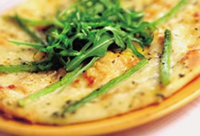 witte_pizza_met_groene_asperges_en_rucola_web